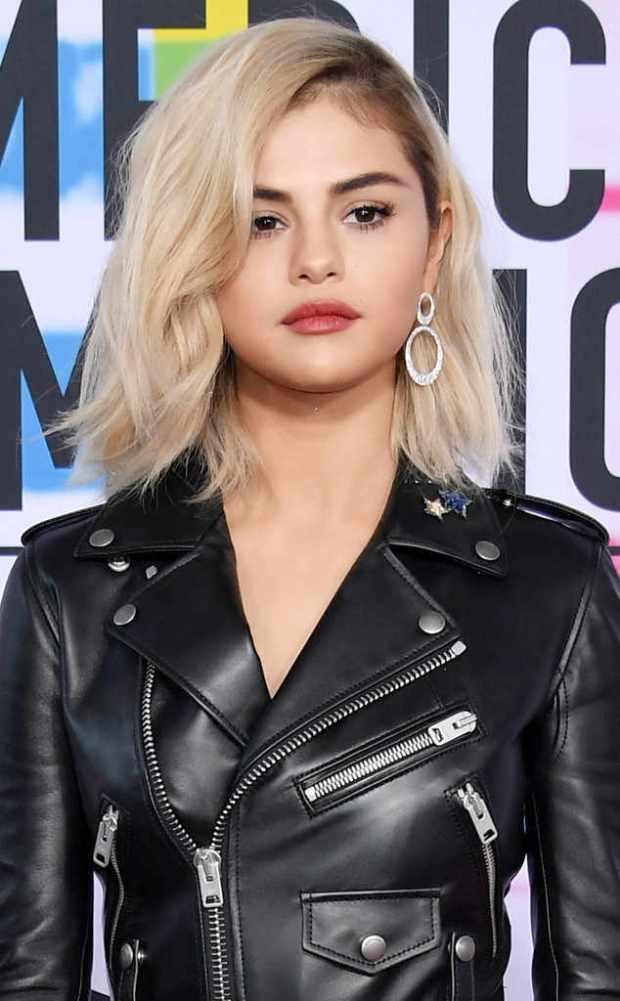 Selena Gomez έγινε ξανθιά
