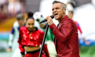Robbie Williams έκανε κολοδάχτυλο στην τελετή έναρξης του Μουντιάλ