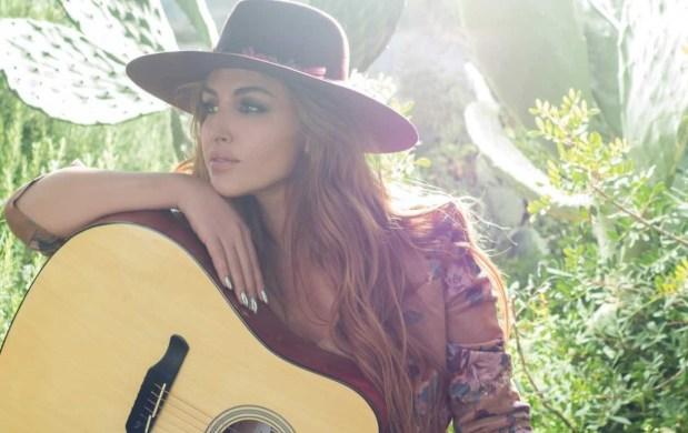 Έλενα Παπαρίζου #1 τραγουδίστρια για το 2018 σε πωλήσεις και airplay