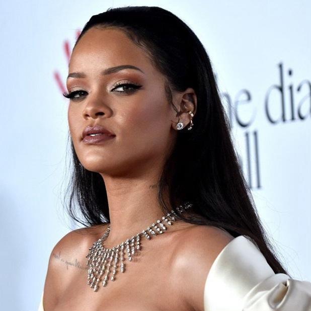 Rihanna είναι η πιο πλούσια τραγουδίστρια