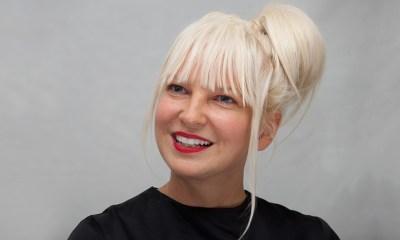 H Sia έγινε γιαγιά στα 44 της χρόνια!