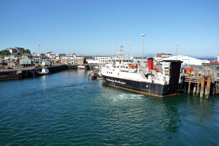 Saliendo del puerto de Mallaig hacia Armadale (Skye)