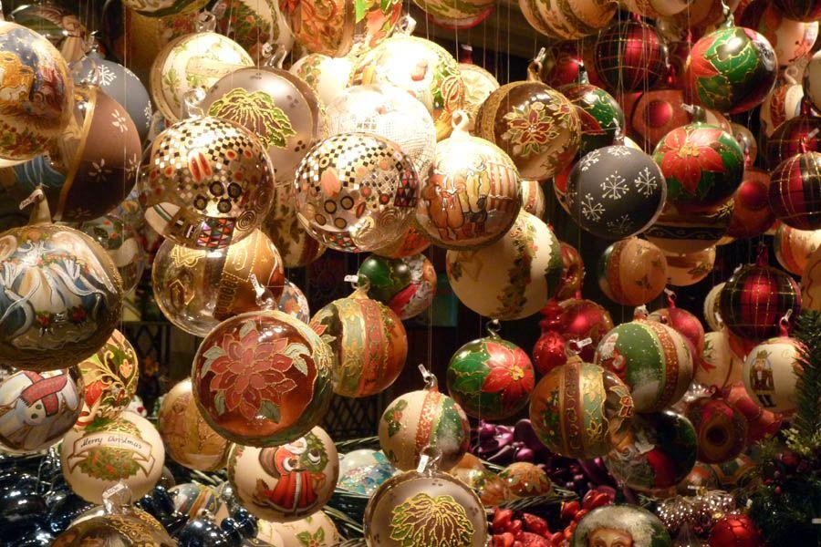 Decoraciones Navideñas en el Mercado frente a la Karlskirche