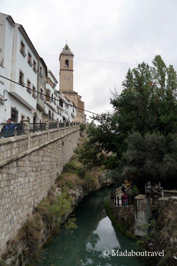 Vista de la iglesia parroquial de Alcalá del Júcar, Albacete