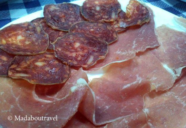 Plato de embutidos en el restaurant Els Castanyers, Sant Fost de Campsentelles