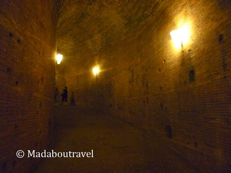 Rampa de acceso al interior del Castillo de Sant'Angelo