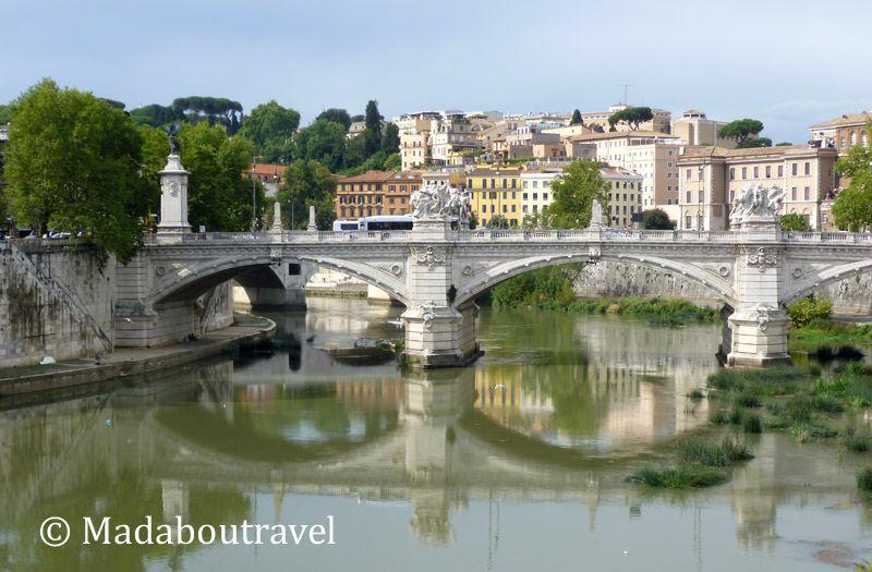 Roma y el río Tíber vistos desde el puente de Sant'Angelo