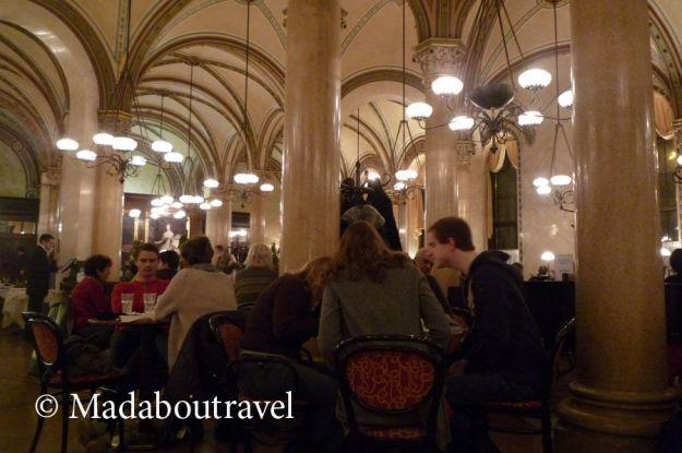 El elegante Café Central, ubicado en el Palais Ferstel de Viena