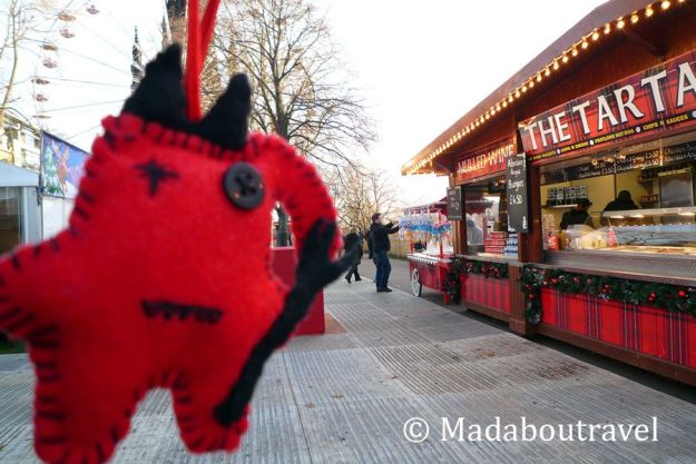 Dimoni disfrutando del Mercado de Navidad de Edimburgo