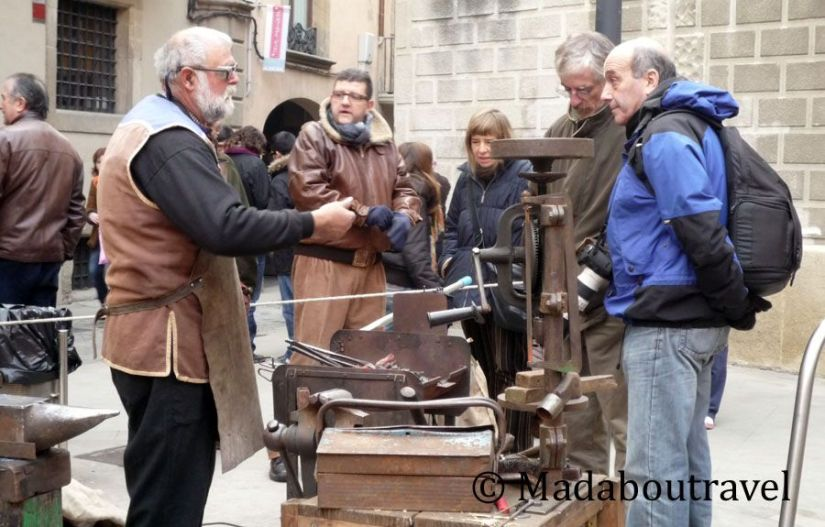 Demostración de herrería en el Mercat Medieval de Vic