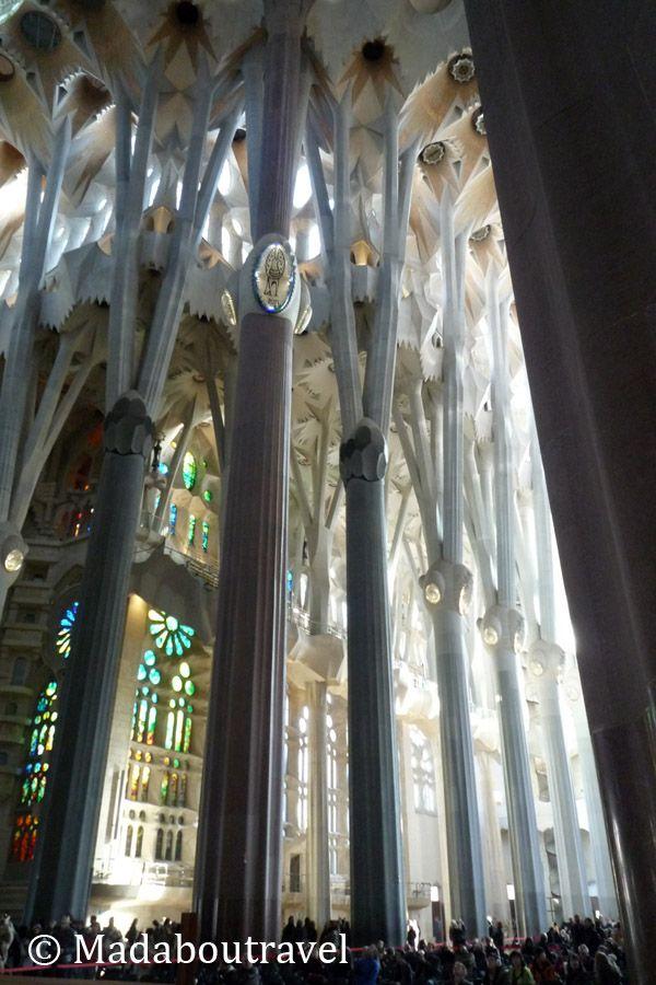 Bosque de columnas en la nave central de la Sagrada Familia