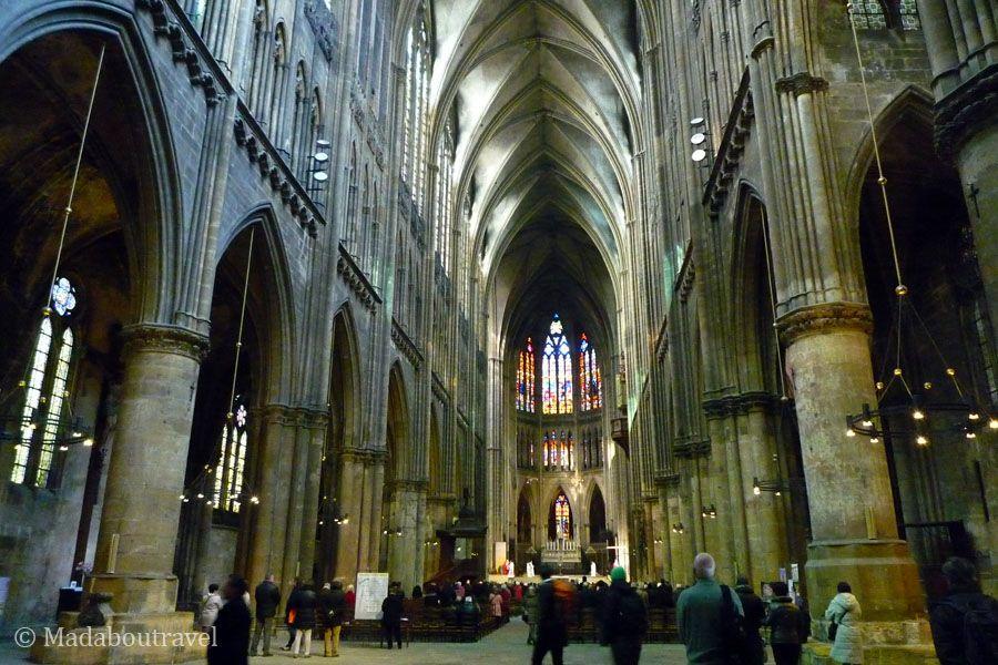 Interior de la nave de la catedral de Sant Esteban en Metz