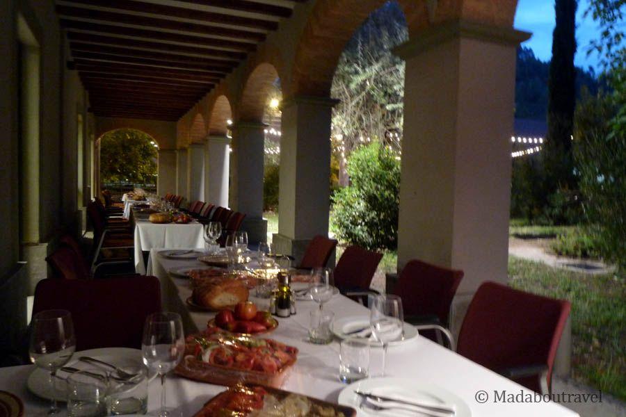 Cena al aire libre en Món Sant Benet