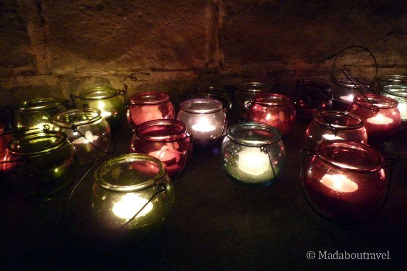 A la luz de las velas en Món Sant Benet