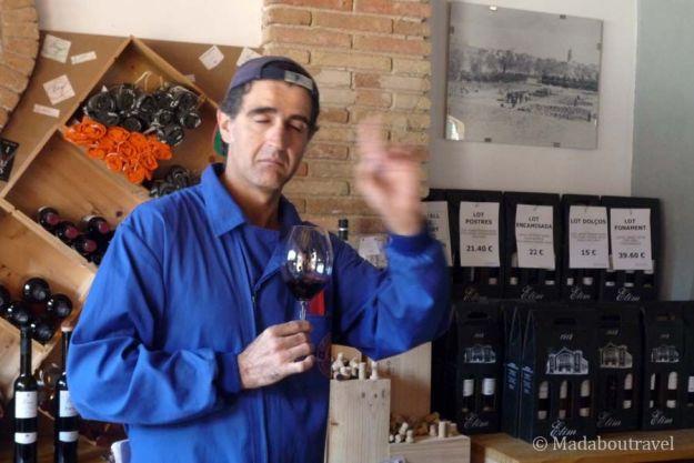 Cata de vinos en la Cooperativa de Falset Marçà