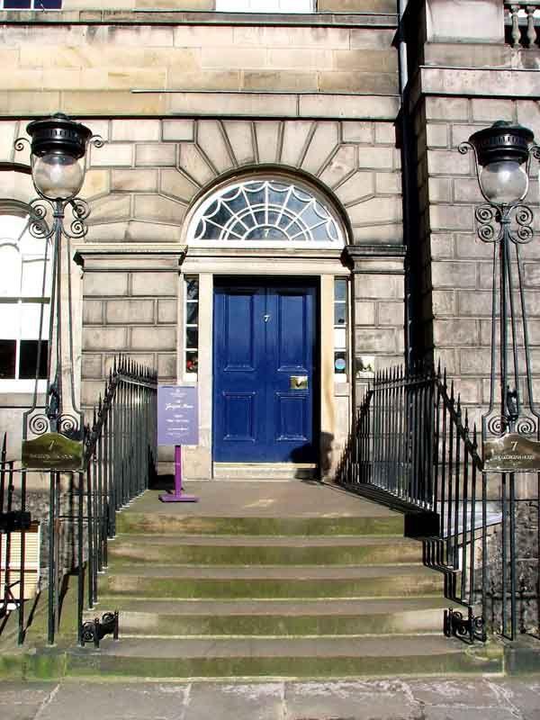 Puerta de la Georgian House en Edimburgo