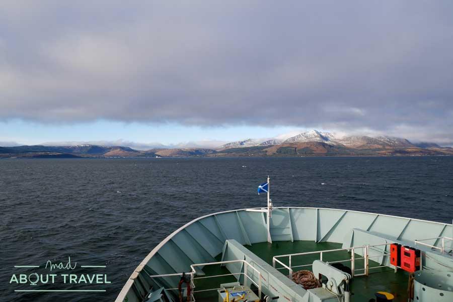 Navegando en ferry hacia la isla de Arran