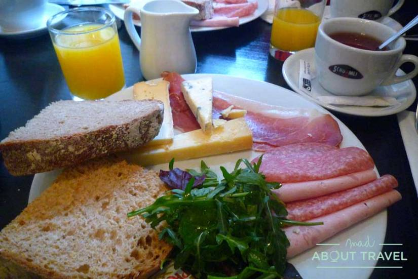 Brunch en Edimburgo, Falko