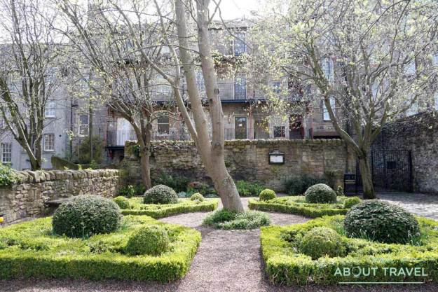 Tour Outlander - Jardín de Dunbar's Close en Edimburgo
