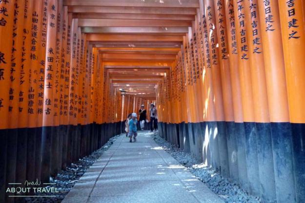 Templo Fushimi Inari en Kioto, Japón