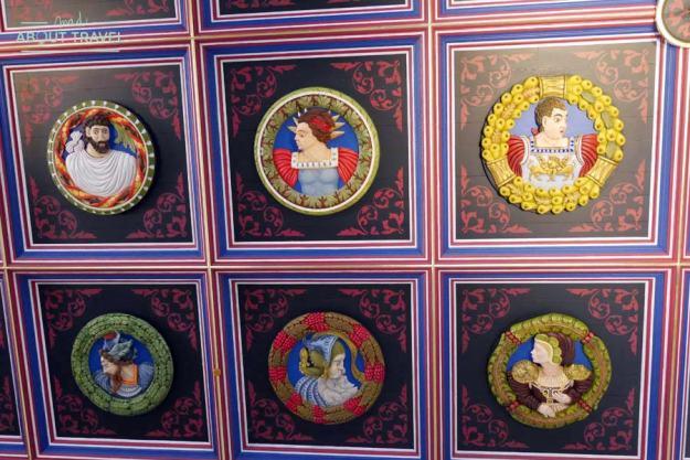 Cabezas pintadas en el palacio de Stirling