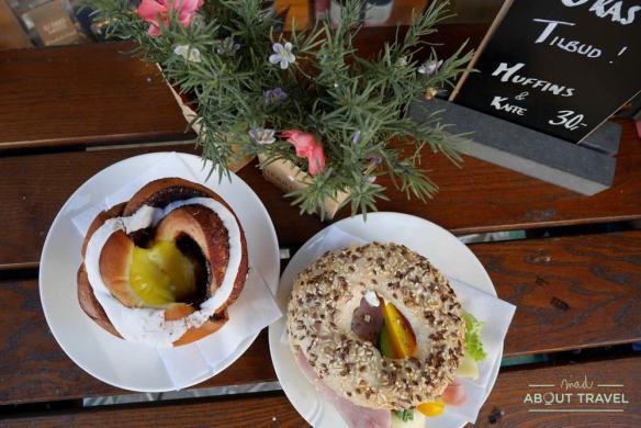 Bollo de canela y vainilla y bagel en Oslo