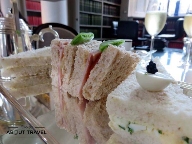 Selección de bocadillos del afternoon tea en la Signet Library