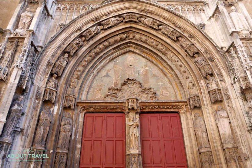Fachada de la catedral de Aix-en-Provence