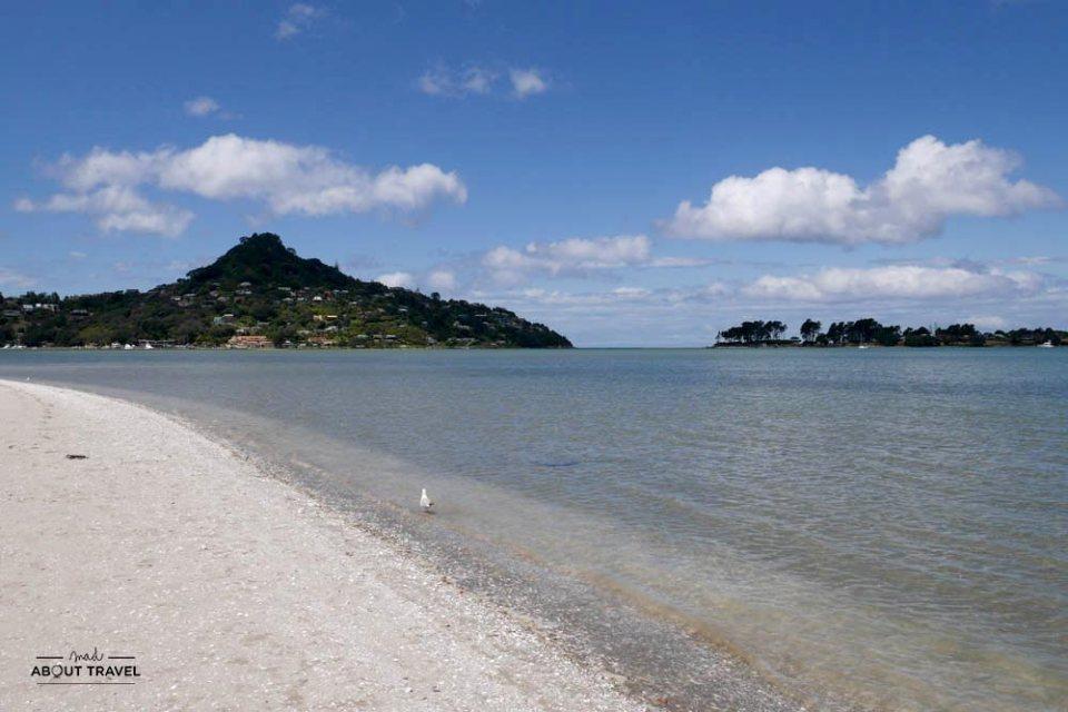 Playa de Tairua en la Península de Coromandel Nueva zelanda