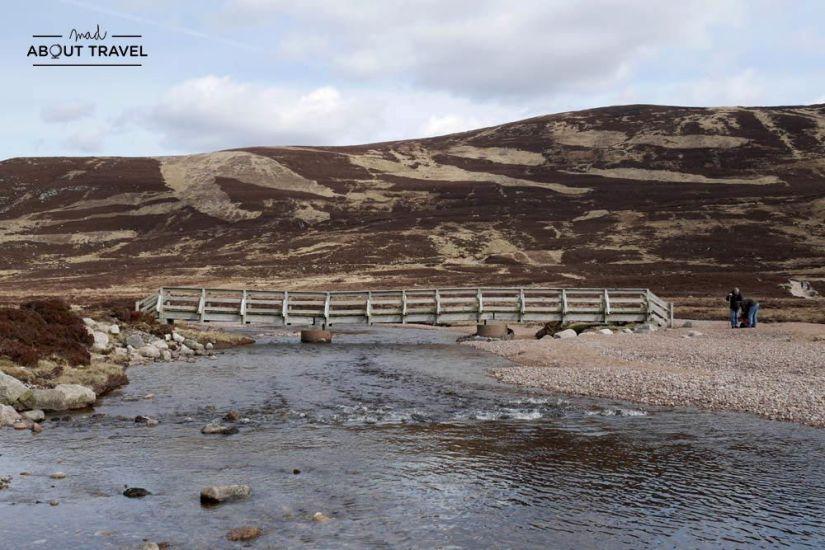 ruta senderista en loch Muick Cairngorms Escocia