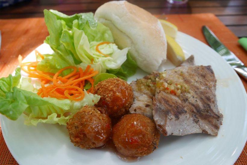 restaurante kaani en el resort angsana velavaru en maldivas