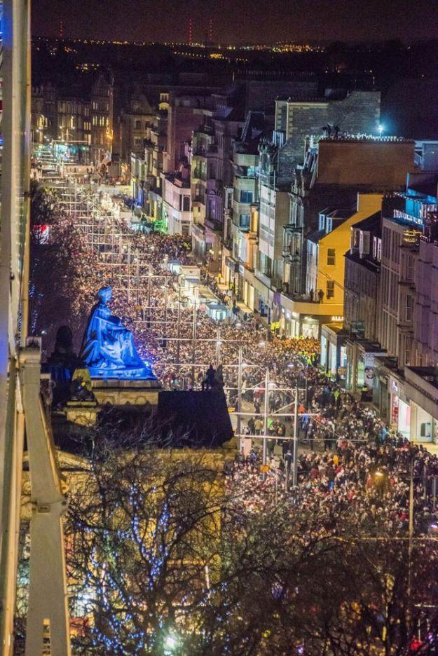 Street party de fin de año en edimburgo