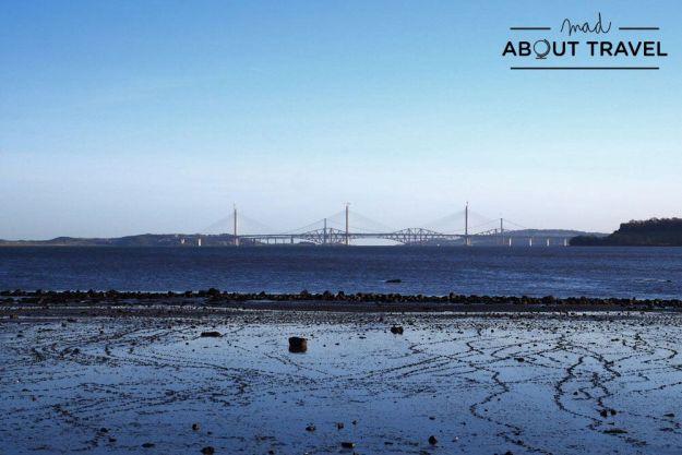 vistas de los puentes sobre el río forth en escocia