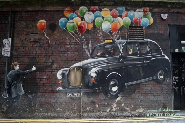 murales de glasgow: taxi con globos