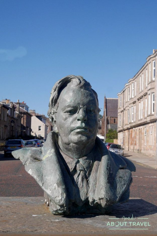 estatua de john logie baird, el inventor de la televisión, en Helensburgh, Escocia