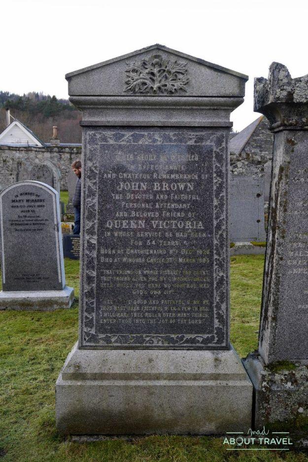 Tumba de John Brown en el cementerio de Crathie