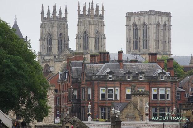 vistas del York Minster desde las murallas de York