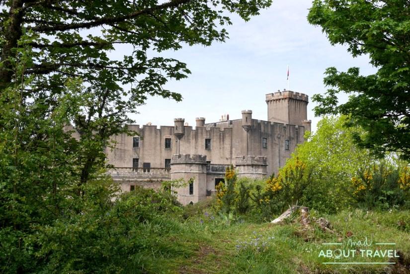 El castillo de Dunvegan visto desde los jardines