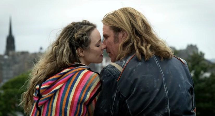 Captura de pantalla de la película Eurovision: la historia de Fire Saga con Will Ferrell y Rachel MacAdams rodada en Edimburgo