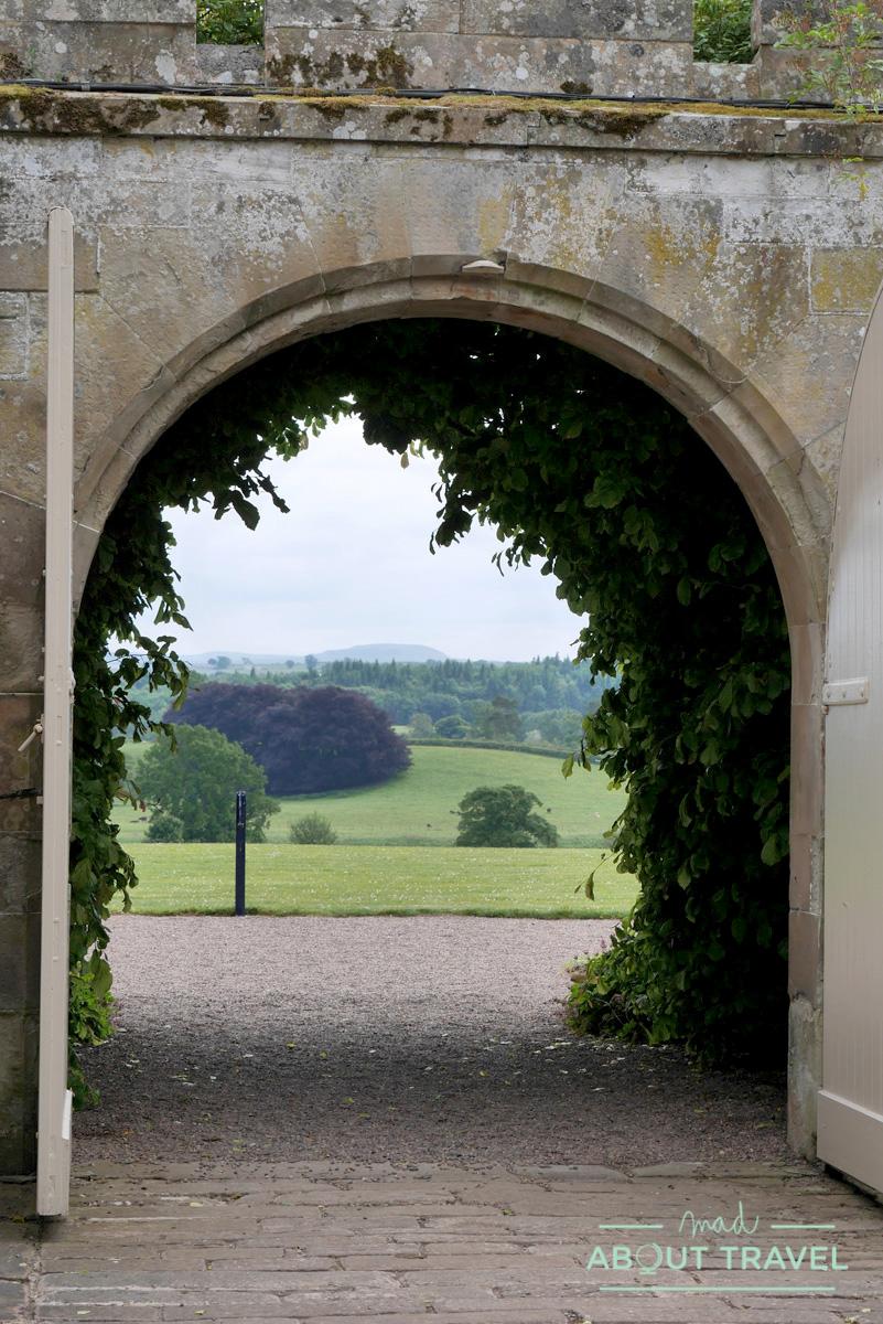 Jardín amurallado del castillo de Floors, Escocia