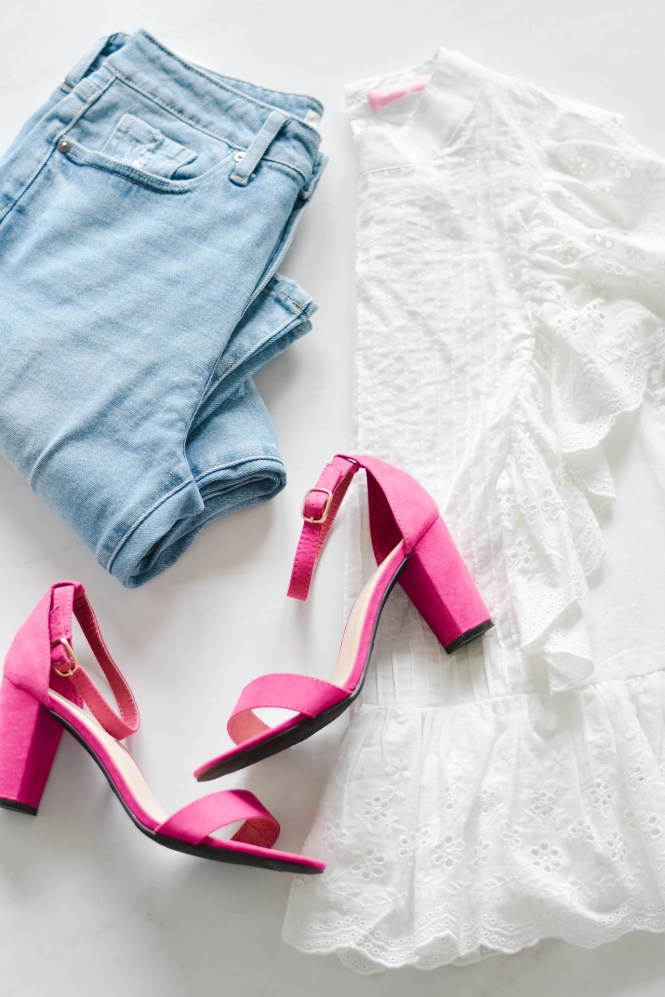 jeans, hot pink heels and a white eyelet blouse. cute summer outfit.