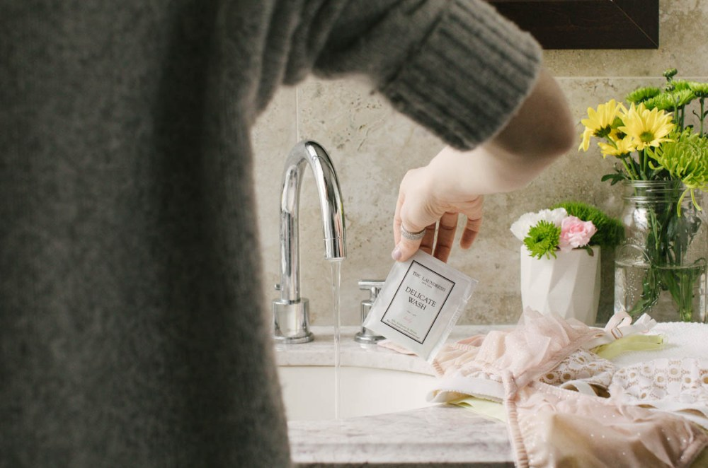 Tutorial: Using The Laundress' Delicate Wash