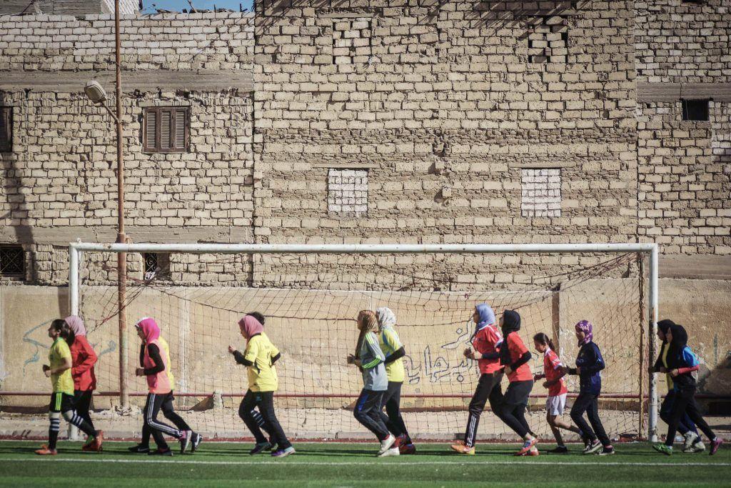 بنات في الصعيد لهن في كرة القدم حياة مدى مصر