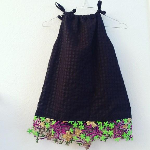 Kinderkleid mit Spitze