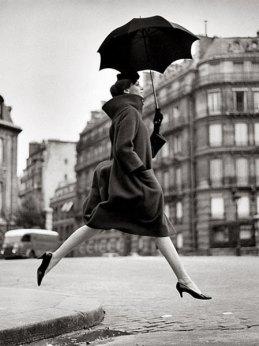 homage-to-munkacsi-carmen-coat-by-cardin-august-1957-paris