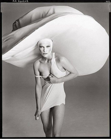 mila-jovovich-hat-and-shirt-by-yohji-yamamoto-march-1998-ny