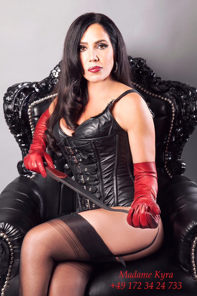 Madame Kyra - Domina in Düsseldorf