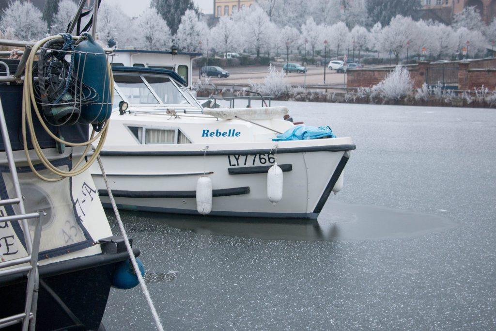 Le bateaux du port de Saverne en Hiver