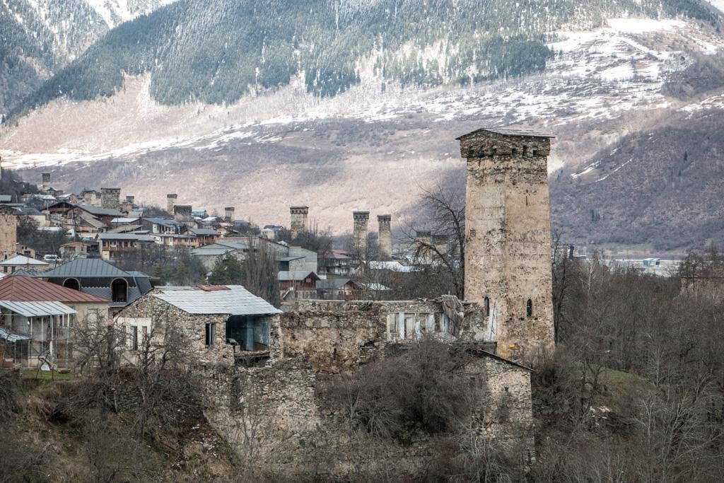 les fameuses tours de la ville de mestia, en svanétie, en Géorgie