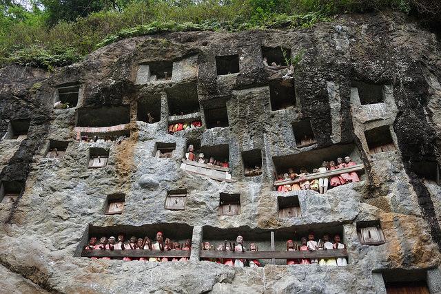 Kuburan Tebing - Lemo